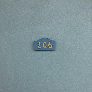 ドアの部屋番号が可愛らしい。