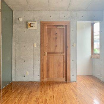 ドアがカッコ良い〜※写真は通電前のものです