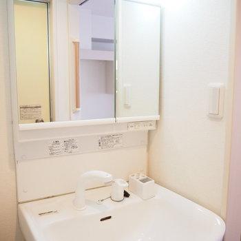 大きな鏡が嬉しい独立洗面台