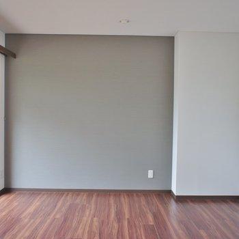 東側の洋室はバルコニー付き。