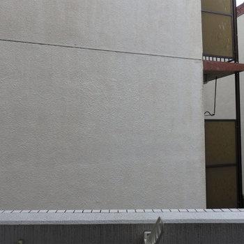 ただし正面は建物です。※写真は同タイプの別室