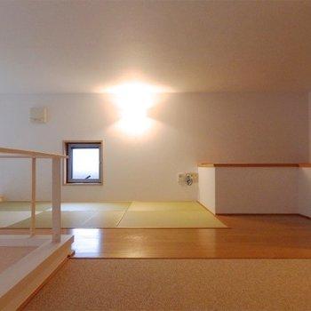 ロフトには琉球畳のスペースが!※写真は同タイプの別室
