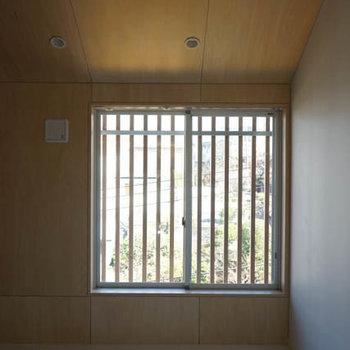 キッチン側としっかりわかれるベッドルーム。※写真は3階の反転間取り別部屋のものです
