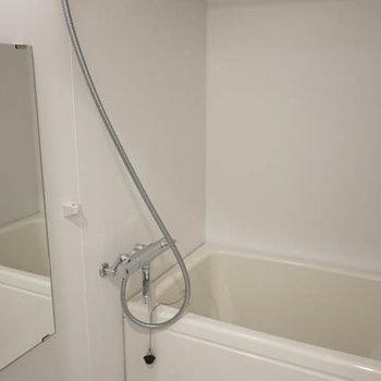 お風呂広い。※写真は3階の反転間取り別部屋のものです