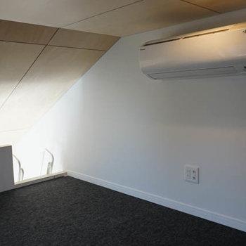 天井低い、ですが妙に落ち着く空間です。※写真は3階の反転間取り別部屋のものです