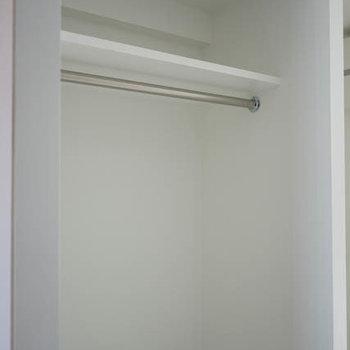 オープンなクローゼット。※写真は3階の反転間取り別部屋のものです