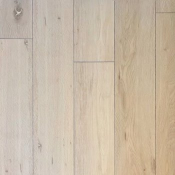 床がナチュナルな色味だから、どんな家具も似合うね◎(※写真は9階の同間取り別部屋、モデルルームのものです)