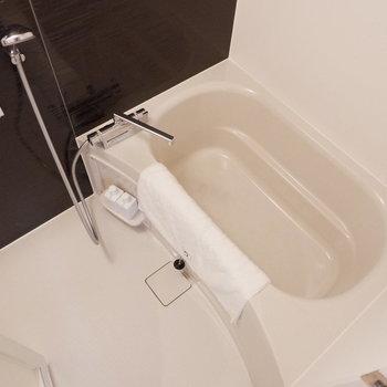 浴室も1人暮らしには十分なサイズ。※写真は2階同間取り別部屋のものです