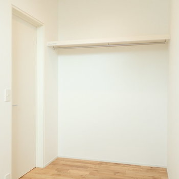 【洋室】オープンクローゼットなので取り出しが楽チン。 ※写真は前回募集時のものです