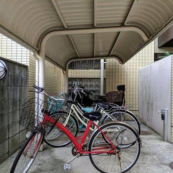 自転車置き場も屋根付き!
