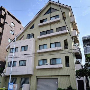 かわいい三角屋根のマンション!珍しい。