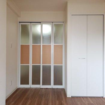 【洋室】ベッドは収納側に置きたいな