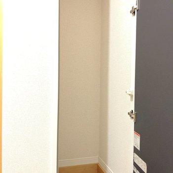 【1階】玄関左隅にはフリースペース