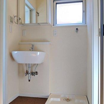 【2階】小窓は各サニタリーに1つずつ