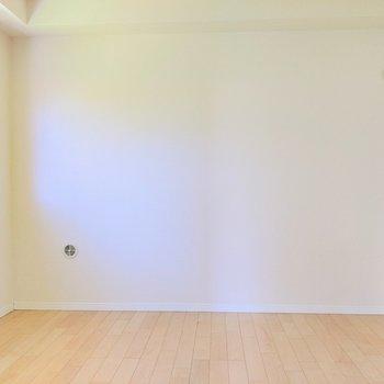 【洋室①】真っ白シンプルルーム