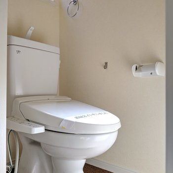 【2階】トイレは個室です