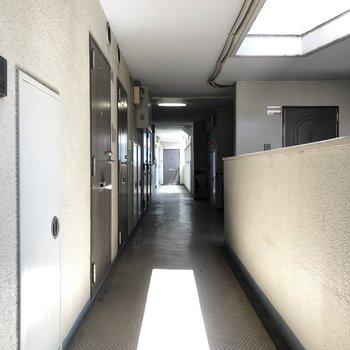 2F共用廊下です