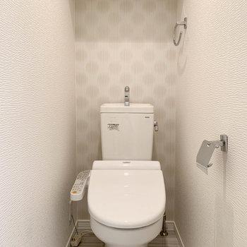 独立したトイレはもちろん温水洗浄付き。