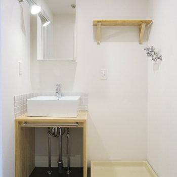 【完成イメージ】脱衣所には造作の洗面台と洗濯パンで、ゆったり空間