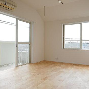 【完成イメージ】明るいバーチの無垢床がお部屋を優しく包み込む!
