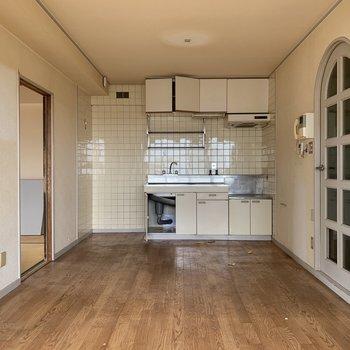 工事前】キッチンはシステムキッチンになりますよ〜!