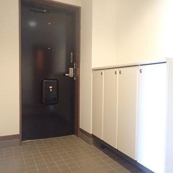 玄関も広く、シューズボックス完備!