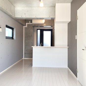 白木のフローリングが気持ちい〜※写真は3階の同間取り別部屋のものです