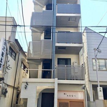 向かって左側が入り口になります。※写真は3階の同間取り別部屋のものです