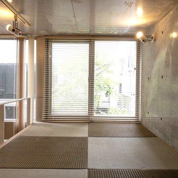 【ロフト】床が畳になっています。※写真はクリーニング前のものです※写真は1階の反転間取り別部屋のものです