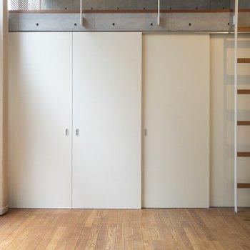 【LDK】スライドドアで隠すこともできます。※写真はクリーニング前のものです※写真は1階の反転間取り別部屋のものです