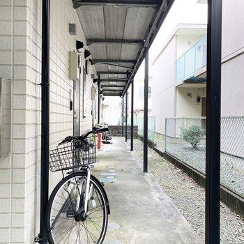 共用部に自転車がとまっていました。