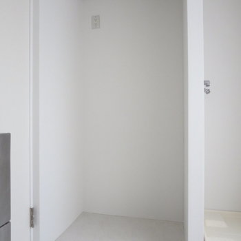 【DK】冷蔵庫はここの隙間に