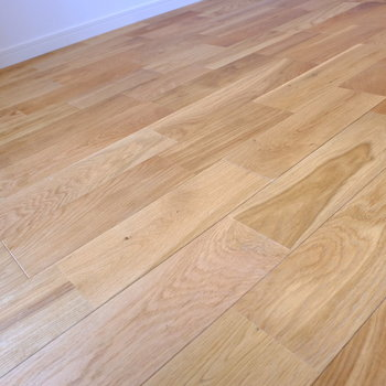 床はオーク材でキリッとした印象※写真はモデルルームです。