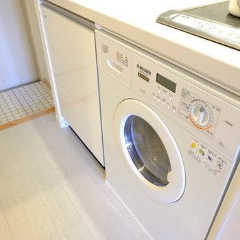 キッチンには洗濯機がついてます。※写真はモデルルームです。