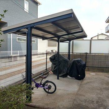 駐輪場はコンパクトだけど屋根付きです!