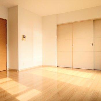 LDKと洋室の扉をしめてもこんなに広々。ソファー置きたいな。