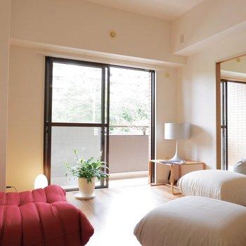 和室との扉の開ける向きによって採光調整もできますね。※家具はサンプルです