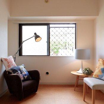 洋室はまた違った雰囲気です。※家具はサンプルです