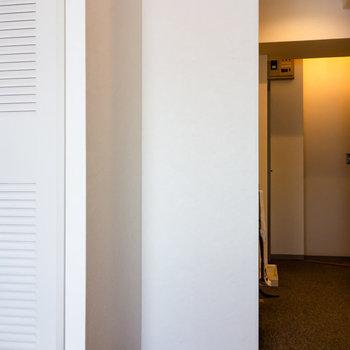 冷蔵庫は居室側に。