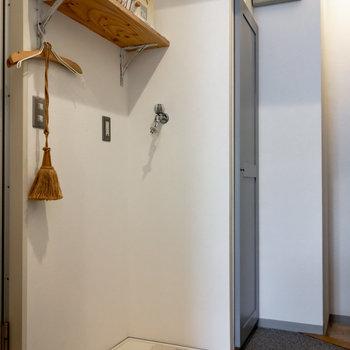 洗濯機が室内に置けるのは嬉しい。※家具、小物はサンプルです。
