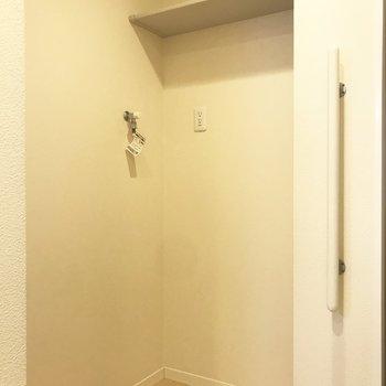 大きな洗濯機も置けるゆったりスペース。※写真は前回募集時のものです