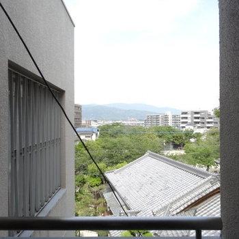 共用部からは、新幹線の線路が見えます。