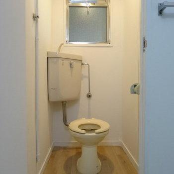 トイレの蓋も新しく付いていますよ!(※写真は工事前のものです)