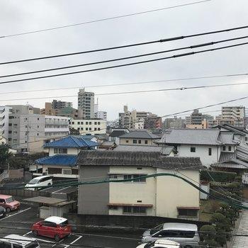 住宅地ビューですね。 (※写真は3階の別部屋からの眺望です)