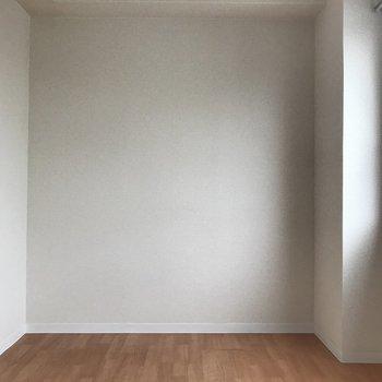 右手に洋室がありました。ここはベッドルームかしら。 (※写真は3階の同間取り別部屋のものです)