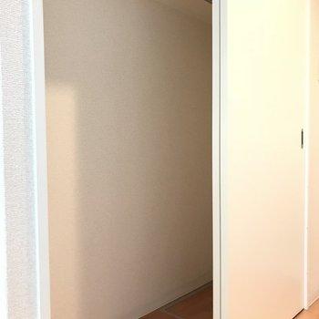 2階の廊下にもしっかりクローゼットあるんです。 (※写真は3階の同間取り別部屋のものです)