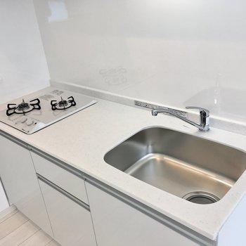 【2階】キッチンはコンロも白でまとまっています。ちょっと珍しい。
