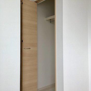 【3階】クローゼットは小さめ。