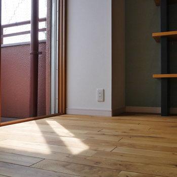 【ディテール】無垢床に落ちる、陽の光。