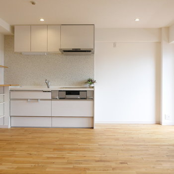 キッチンも白色でスッキリと。